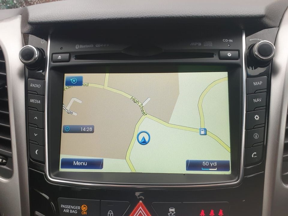 2012 Hyundai i30 1.6 CRDi Blue Drive Style 5dr (ISG) - Picture 11 of 31