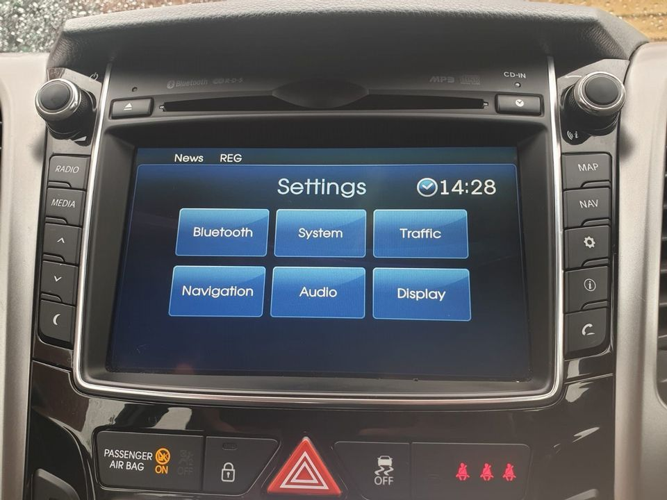 2012 Hyundai i30 1.6 CRDi Blue Drive Style 5dr (ISG) - Picture 13 of 31