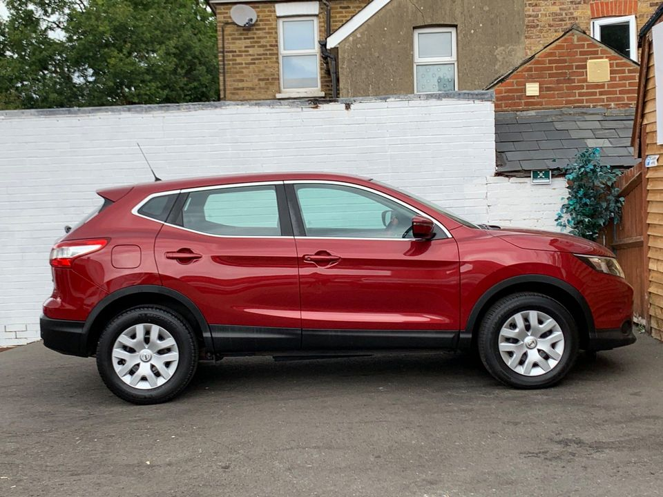2014 Nissan Qashqai 1.5 dCi Visia (Smart Vision Pack) 5dr - Picture 12 of 28