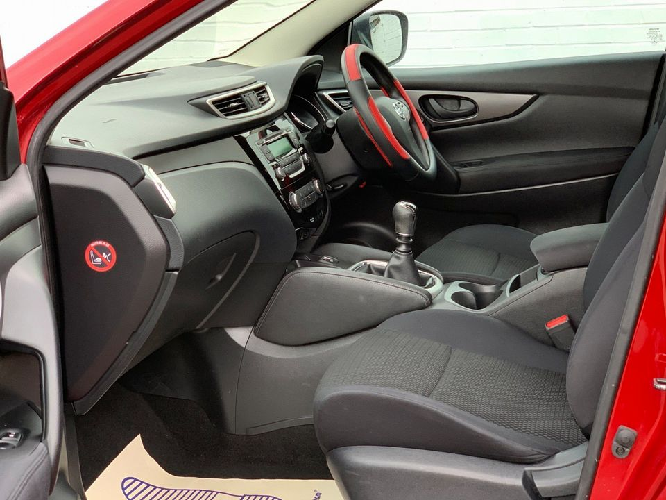 2014 Nissan Qashqai 1.5 dCi Visia (Smart Vision Pack) 5dr - Picture 13 of 28
