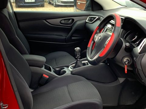 2014 Nissan Qashqai 1.5 dCi Visia (Smart Vision Pack) 5dr - Picture 15 of 28