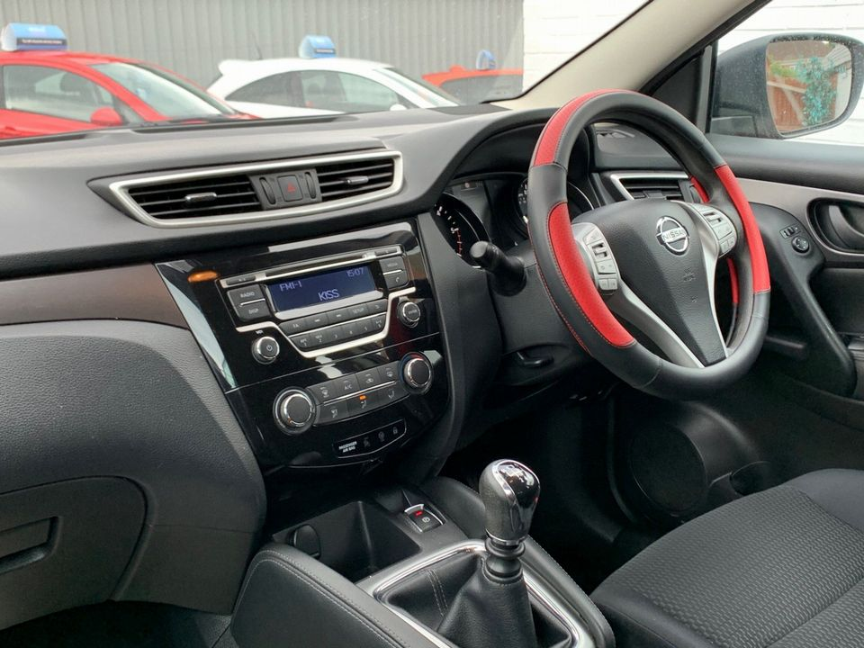 2014 Nissan Qashqai 1.5 dCi Visia (Smart Vision Pack) 5dr - Picture 16 of 28