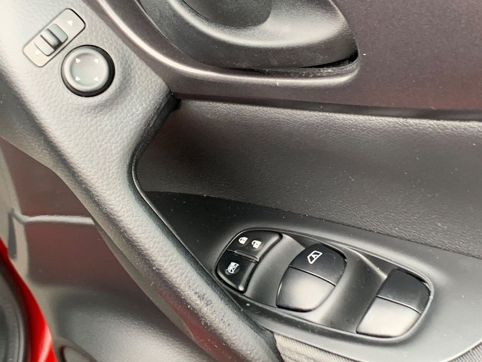 2014 Nissan Qashqai 1.5 dCi Visia (Smart Vision Pack) 5dr - Picture 22 of 28