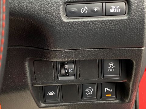 2014 Nissan Qashqai 1.5 dCi Visia (Smart Vision Pack) 5dr - Picture 25 of 28