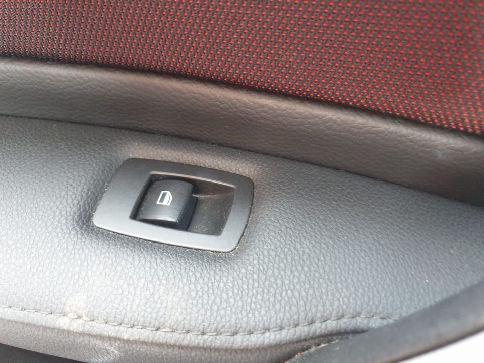 2010 BMW 1 Series 2.0 116d Sport 5dr - Picture 23 of 29
