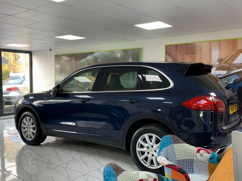 2011 Porsche Cayenne 3.0 TD Tiptronic S AWD 5dr - Picture 13 of 35