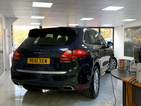 2011 Porsche Cayenne 3.0 TD Tiptronic S AWD 5dr - Picture 8 of 35