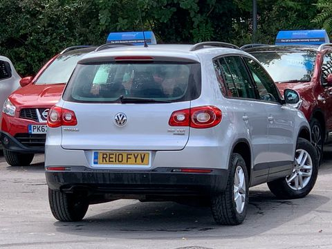 2010 Volkswagen Tiguan 2.0 TDI BlueMotion Tech S (s/s) 5dr - Picture 11 of 18