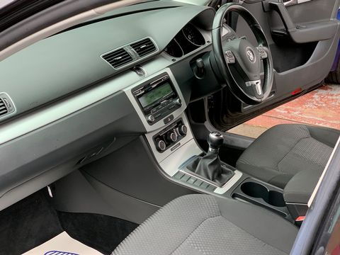 2012 Volkswagen Passat 2.0 TDI BlueMotion Tech S (s/s) 4dr - Picture 11 of 22