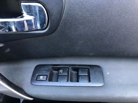 2010 Nissan Qashqai 2.0 dCi n-tec 2WD 5dr - Picture 35 of 37