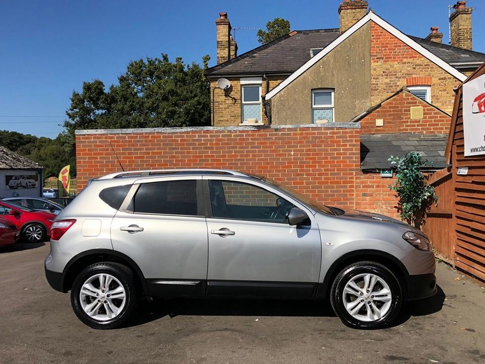 2010 Nissan Qashqai 2.0 dCi n-tec 2WD 5dr - Picture 12 of 37