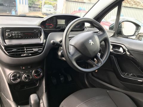 2013 Peugeot 208 1.2 VTi Access+ 3dr - Picture 12 of 26