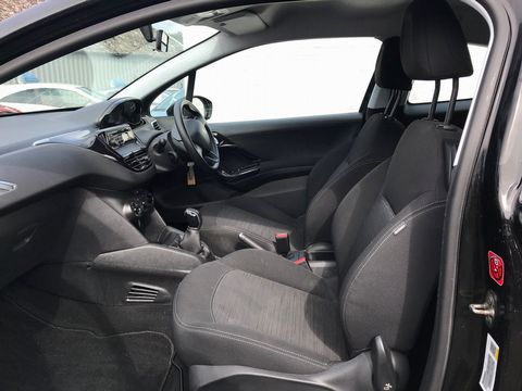 2013 Peugeot 208 1.2 VTi Access+ 3dr - Picture 13 of 26