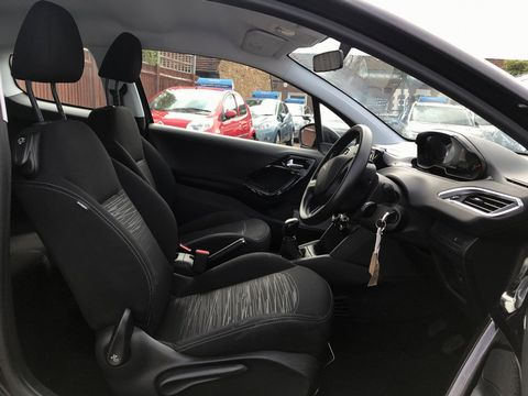 2013 Peugeot 208 1.2 VTi Access+ 3dr - Picture 15 of 26