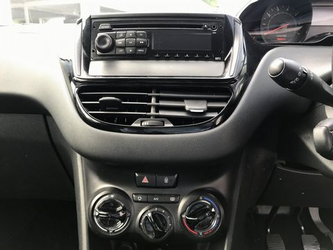 2013 Peugeot 208 1.2 VTi Access+ 3dr - Picture 16 of 26