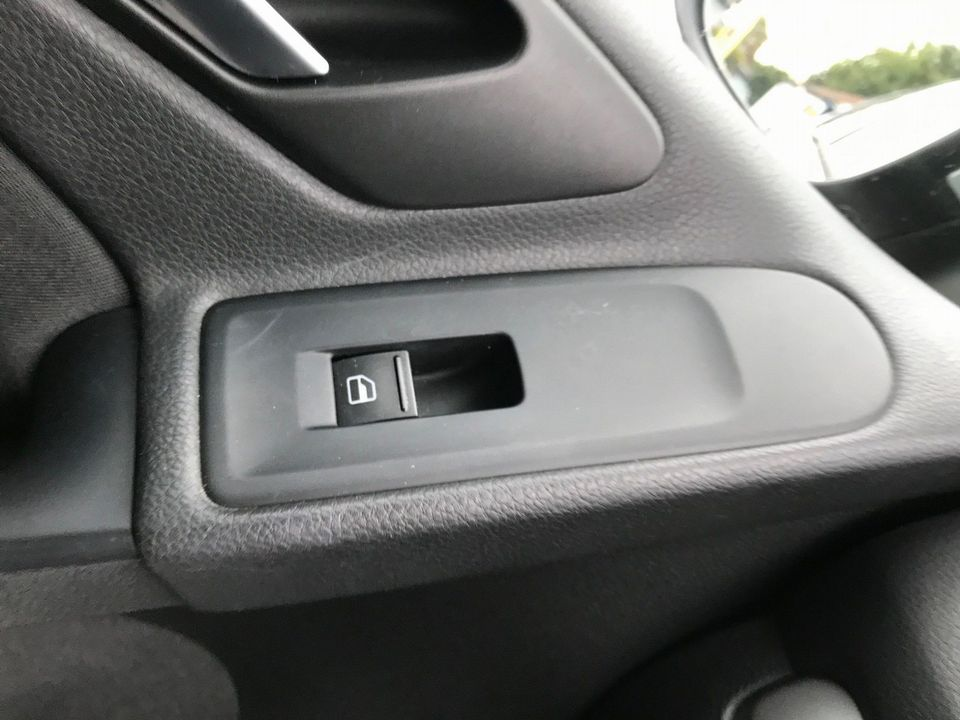 2009 Volkswagen Golf 1.4 S 5dr - Picture 17 of 26