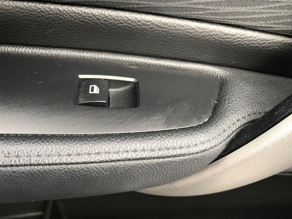 2010 BMW 1 Series 2.0 116d SE 5dr - Picture 24 of 28