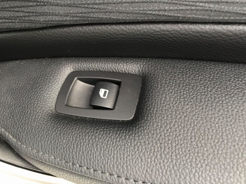 2010 BMW 1 Series 2.0 116d SE 5dr - Picture 25 of 28