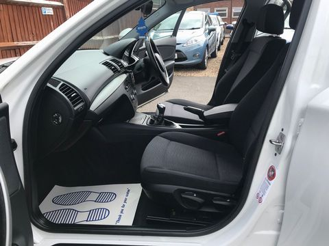 2010 BMW 1 Series 2.0 116d SE 5dr - Picture 12 of 28