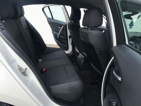 2010 BMW 1 Series 2.0 116d SE 5dr - Picture 21 of 28