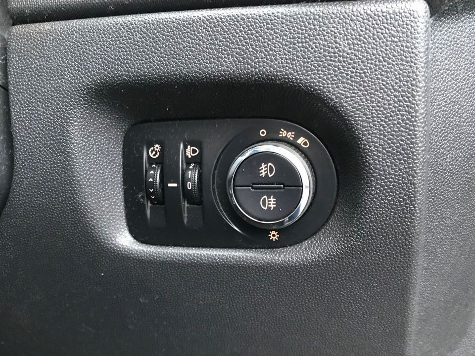 2011 Vauxhall Corsa 1.2 i 16v Excite 5dr - Picture 12 of 27