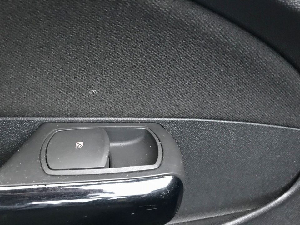 2011 Vauxhall Corsa 1.2 i 16v Excite 5dr - Picture 18 of 27