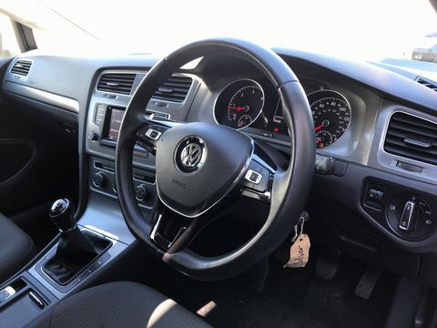 2013 Volkswagen Golf 1.6 TDI SE (s/s) 5dr - Picture 11 of 36
