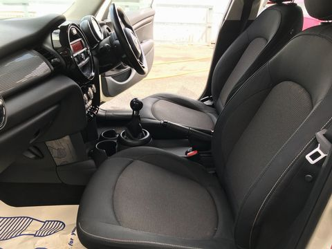 2015 MINI Hatch 1.5 Cooper D (s/s) 5dr - Picture 15 of 28