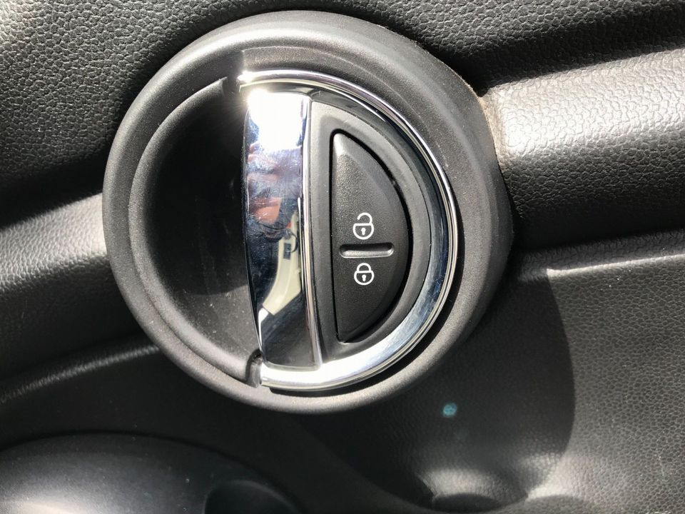 2015 MINI Hatch 1.5 Cooper D (s/s) 5dr - Picture 34 of 37