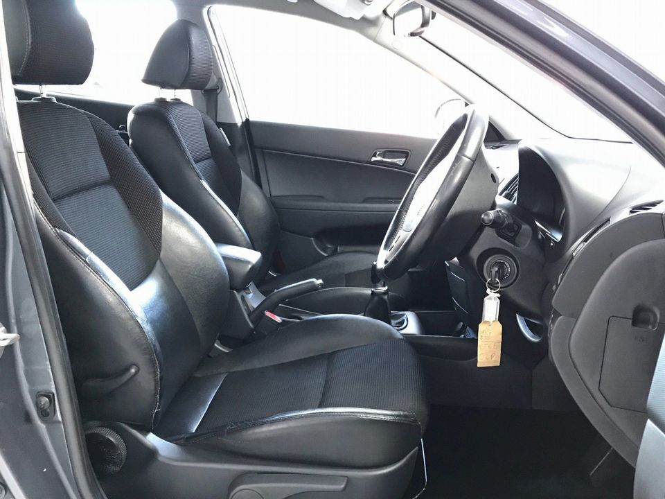 2010 Hyundai i30 1.6 CRDi Premium 5dr - Picture 18 of 31