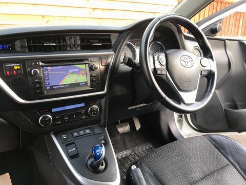 2014 Toyota Auris 1.8 VVT-h Excel e-CVT HSD 5dr - Picture 12 of 31