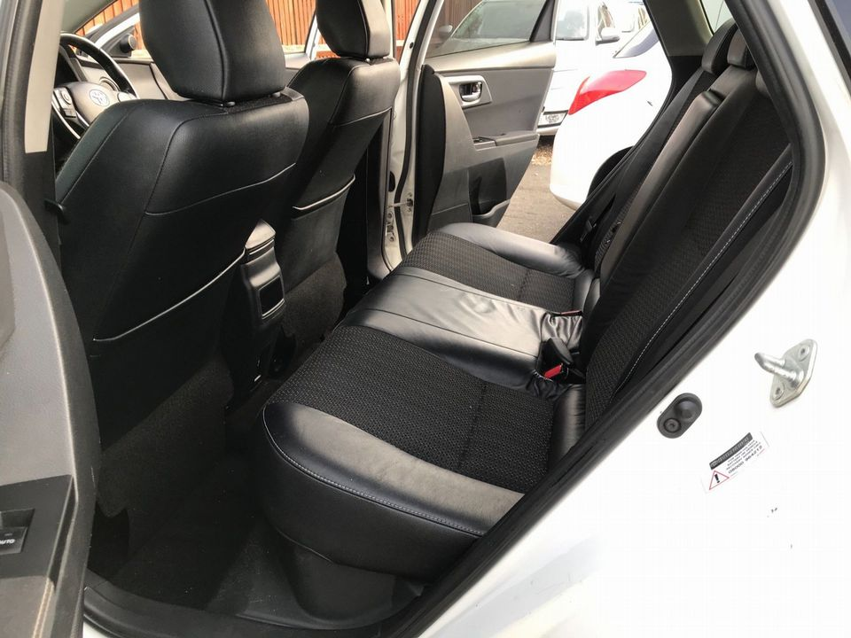 2014 Toyota Auris 1.8 VVT-h Excel e-CVT HSD 5dr - Picture 14 of 31