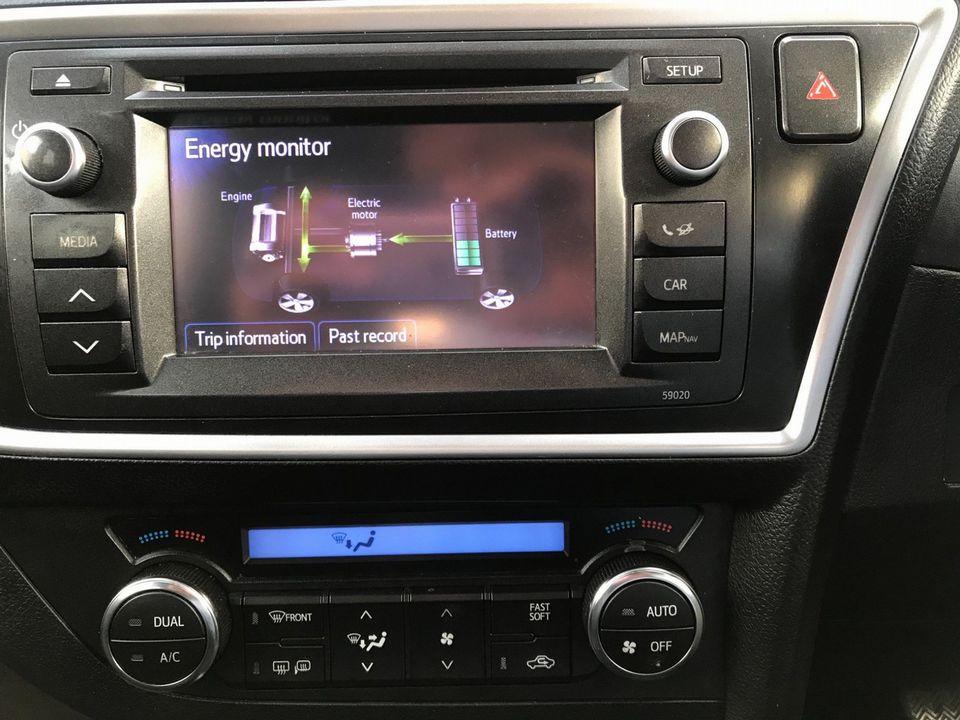 2014 Toyota Auris 1.8 VVT-h Excel e-CVT HSD 5dr - Picture 17 of 31
