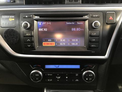 2014 Toyota Auris 1.8 VVT-h Excel e-CVT HSD 5dr - Picture 19 of 31