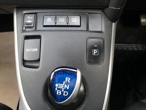 2014 Toyota Auris 1.8 VVT-h Excel e-CVT HSD 5dr - Picture 24 of 31