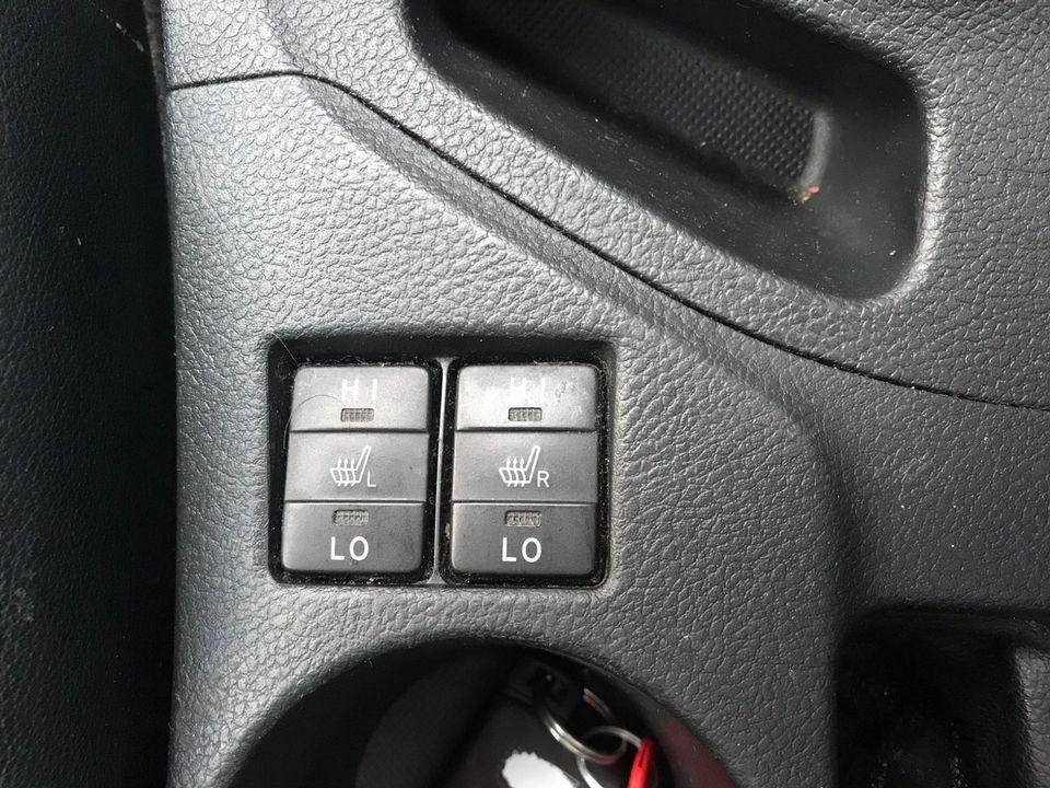 2014 Toyota Auris 1.8 VVT-h Excel e-CVT HSD 5dr - Picture 26 of 31