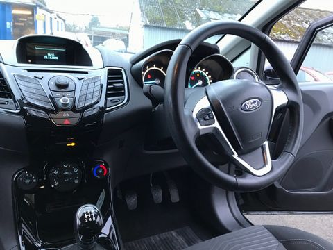 2013 Ford Fiesta 1.25 Zetec 5dr - Picture 12 of 26