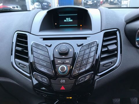 2013 Ford Fiesta 1.25 Zetec 5dr - Picture 15 of 26