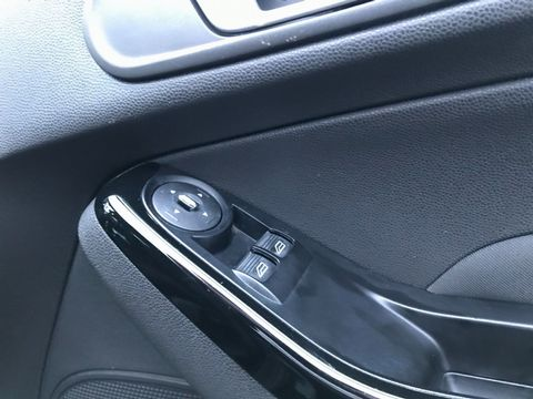 2013 Ford Fiesta 1.25 Zetec 5dr - Picture 23 of 26
