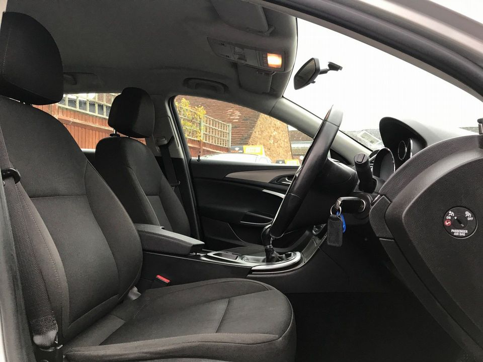 2011 Vauxhall Insignia 2.0 CDTi 16v Exclusiv 5dr - Picture 13 of 26
