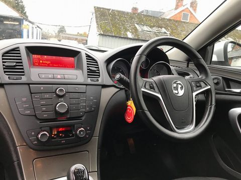 2011 Vauxhall Insignia 2.0 CDTi 16v Exclusiv 5dr - Picture 18 of 26