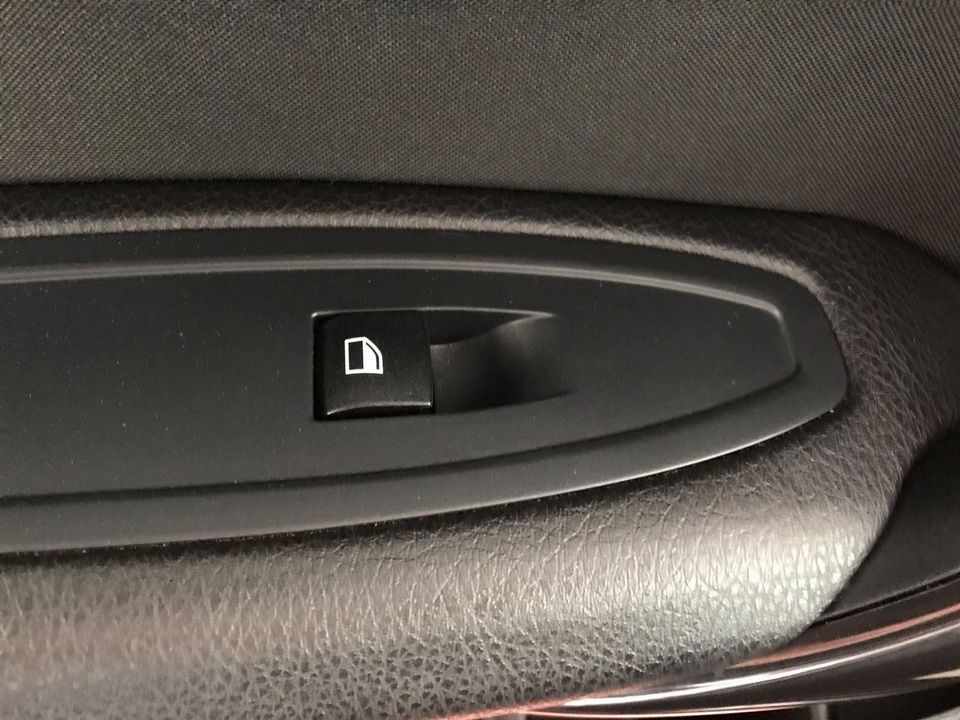 2013 BMW 1 Series 2.0 118d Sport Sports Hatch (s/s) 5dr - Picture 28 of 31
