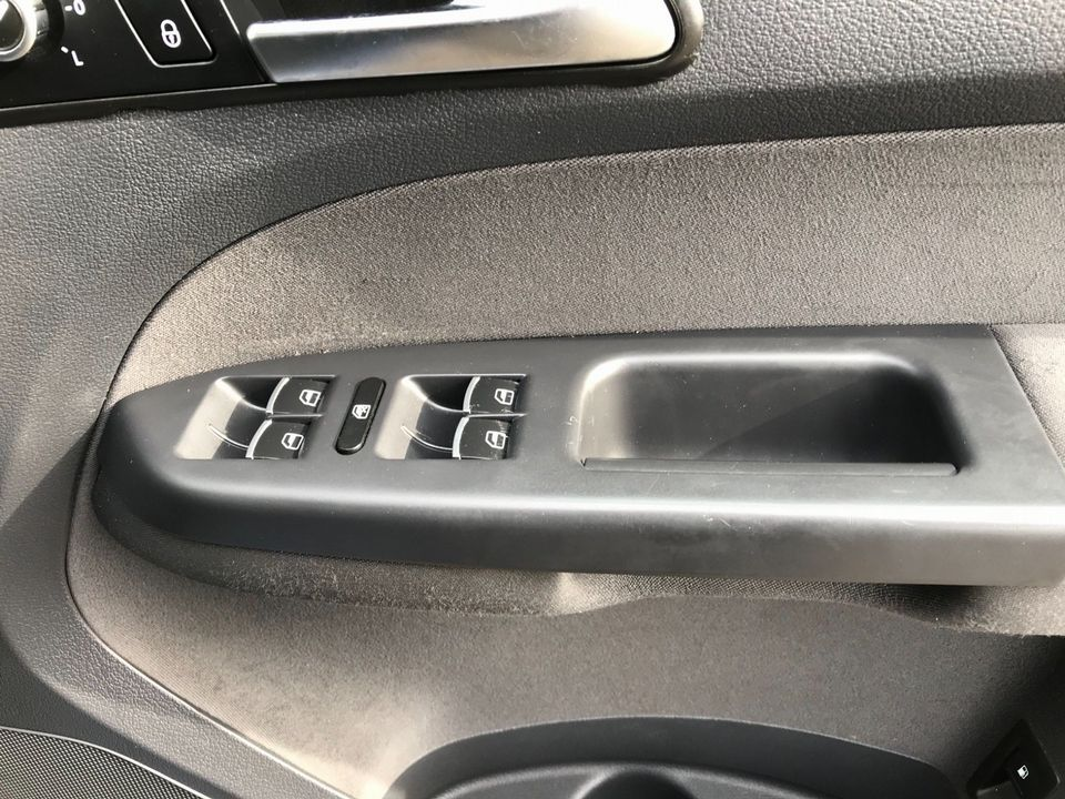 2012 Volkswagen Touran 1.6 TDI SE 5dr (7 Seats) - Picture 26 of 30
