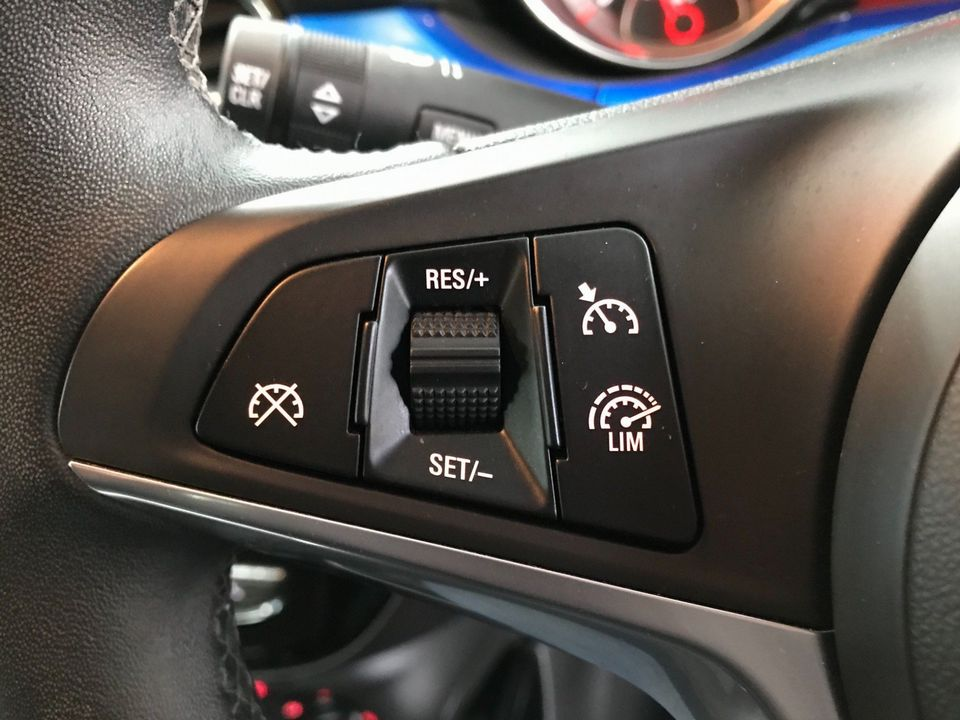 2019 Vauxhall ADAM 1.2i Griffin 3dr - Picture 27 of 33