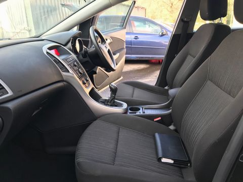 2011 Vauxhall Astra 1.6 16v Excite 5dr - Picture 17 of 24