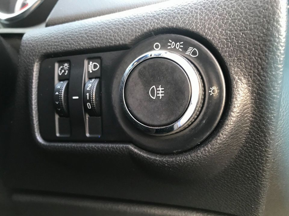 2011 Vauxhall Astra 1.6 16v Excite 5dr - Picture 19 of 24