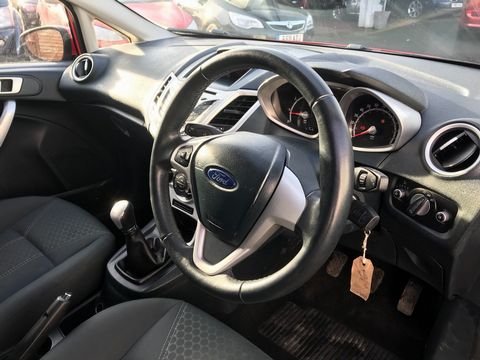 2012 Ford Fiesta 1.25 Zetec 5dr - Picture 13 of 32