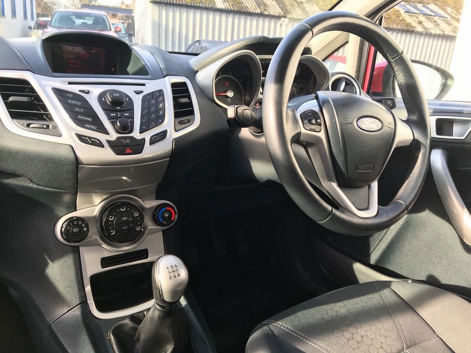 2012 Ford Fiesta 1.25 Zetec 5dr - Picture 15 of 32