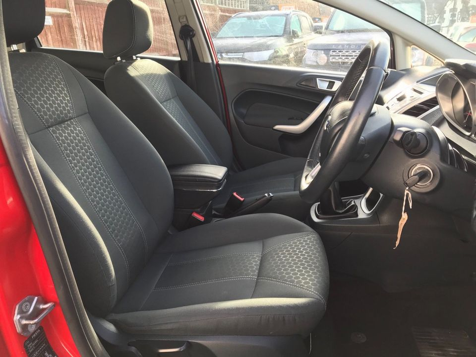 2012 Ford Fiesta 1.25 Zetec 5dr - Picture 16 of 32