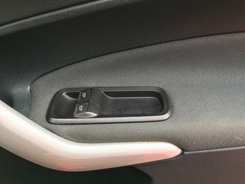 2012 Ford Fiesta 1.25 Zetec 5dr - Picture 26 of 32